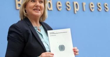 Eva Högl, Wehrbeauftragte des Bundestags, stellt vor der Bundespressekonferrenz ihren ersten Jahresbericht zur Lage der Bundeswehr vor. Foto: Wolfgang Kumm/dpa