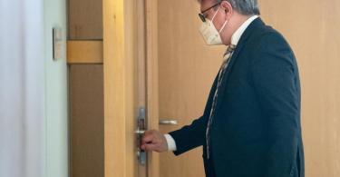 CSU-Politiker Georg Nüßlein schweigt bislang zu den Korruptionsvorwürfen - sein Anwalt lässt mitteilen, dass seinMandant die Beschuldigungen für nicht begründet halte. Foto: Bernd von Jutrczenka/dpa