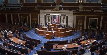 Das US-Repräsentantenhaus hat für einen nach George Floyd benannten Gesetzesentwurf gestimmt. Foto: Saul Loeb/Pool AFP/AP/dpa