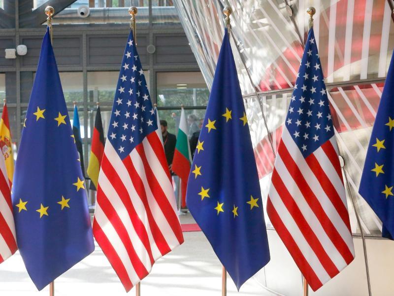 Die EU und die USA haben sich auf die vorläufige Aussetzung von gegeneinander verhängten Strafzöllen geeinigt. Foto: Nicolas Maeterlinck/BELGA/dpa