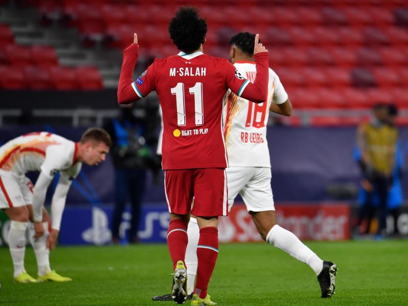 Salah Mohamed (l) stellte mit seinem Führungstreffer die Weichen auf Sieg für Liverpool. Foto: Marton Monus/dpa