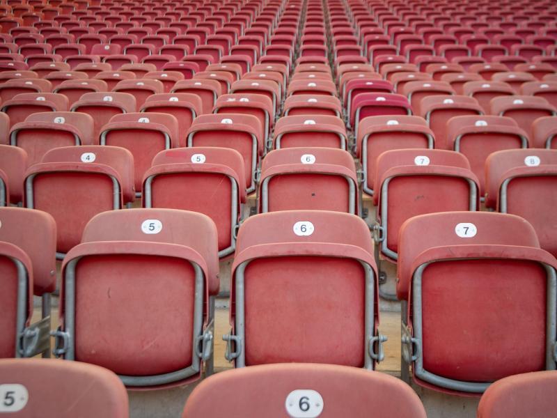 Vor einem Jahr zum 26. Spieltag 2020 rief die Deutsche Fußball Liga den Stillstand aus. Foto: Marijan Murat/dpa