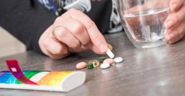 Je mehr Medikamente man einnimmt, desto höher ist das Risiko von Unverträglichkeiten. Foto: Christin Klose/dpa-tmn