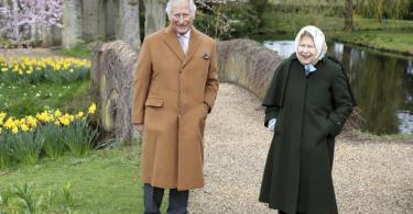 Königin Elisabeth II. und Prinz Charles im Garten von Frogmore House. Foto: Chris Jackson/Getty Images/AP/dpa