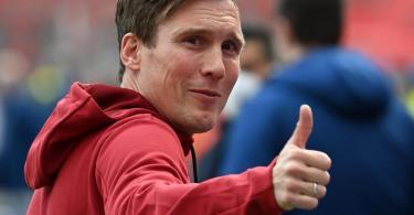 Hat die erste Pflichtaufgabe mit Bayer Leverkusen gelöst: Trainer Hannes Wolf. Foto: Federico Gambarini/dpa POOL/dpa