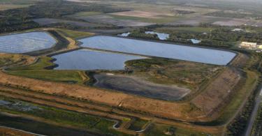 Blick auf ein Reservoir in der Nähe der alten Piney Point Phosphat Mine. Foto: Tiffany Tompkins/The Bradenton Herald/AP/dpa