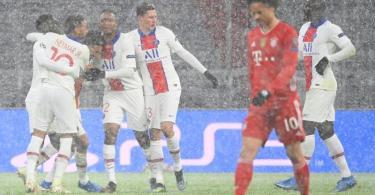 Die Spieler von Paris Saint-Germain bejubeln das Tor zum 2:0 gegen den FC Bayern. Foto: Sven Hoppe/dpa