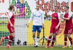 Freiburgs Lucas Höler (l) jubelt nach seinem Tor zum 1:0 mit den Mannschaftskameraden Ermedin Demirovic (M) und Roland Sallai (r). Foto: Tom Weller/dpa