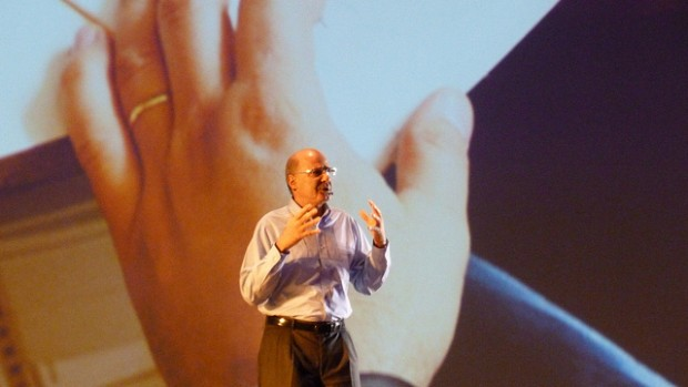 Michel Levy, presidente da Microsoft Brasil, no lançamento do Windows 8