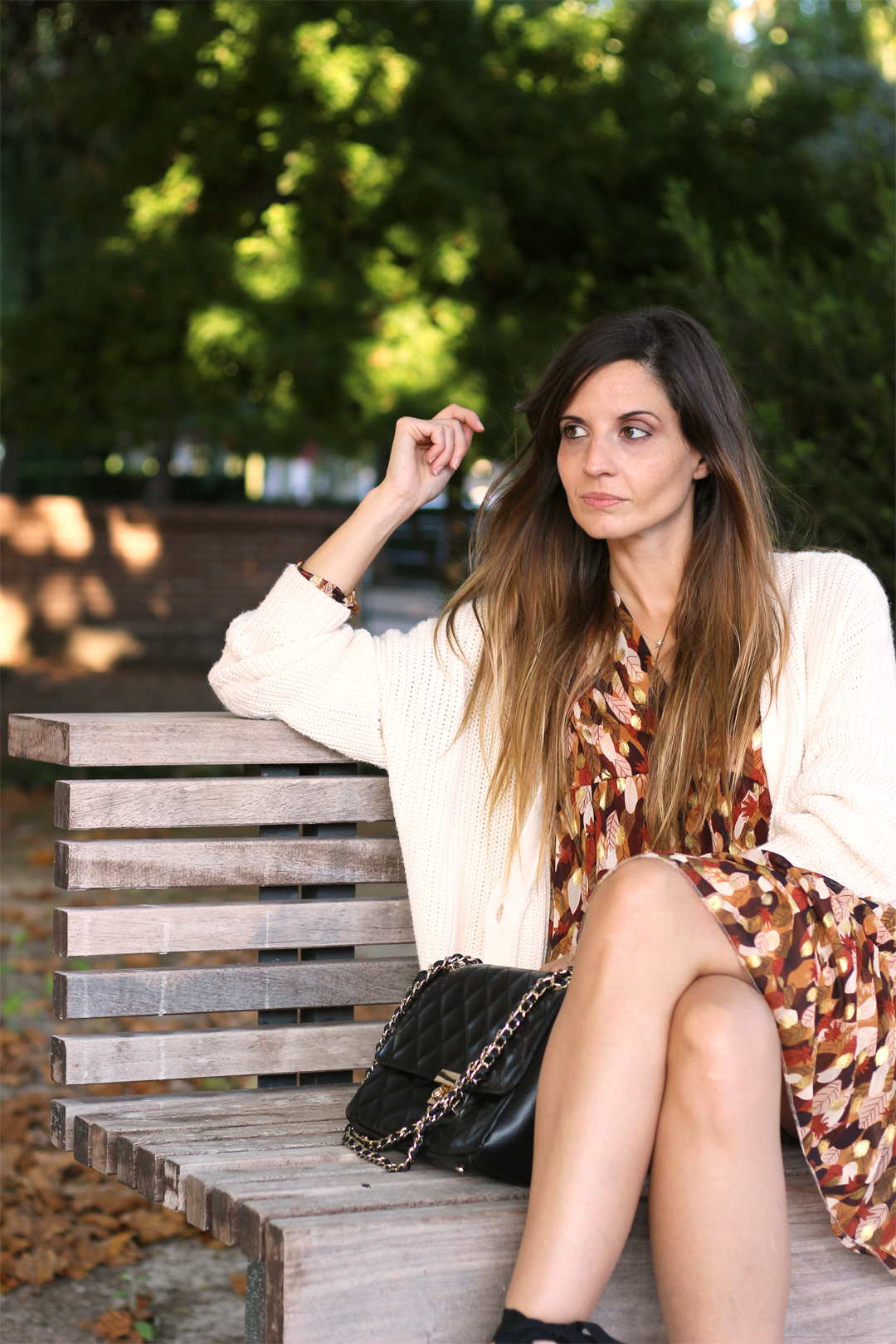 bloguera de moda con alpargatas mint and rose y vestido corto estampado