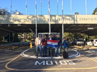 Estudiantes de FIUNA participan del 2º CUBE-DESIGN en el Instituto Nacional de Investigación Espacial Brasileño
