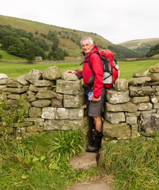 Narrow gap in the wall