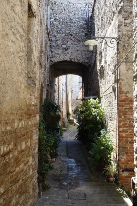 Narrow passage in Arno