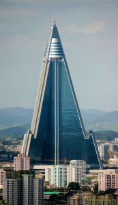 Ryugyong_Hotel_-_August_27,_2011_(Cropped)