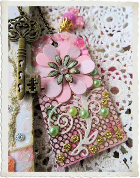 Handmade pink paper tag by Ingeborg van Zuiden