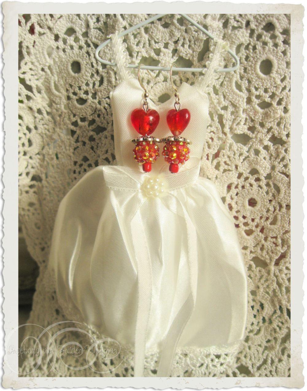 Valentine heart earrings by Ingeborg van Zuiden