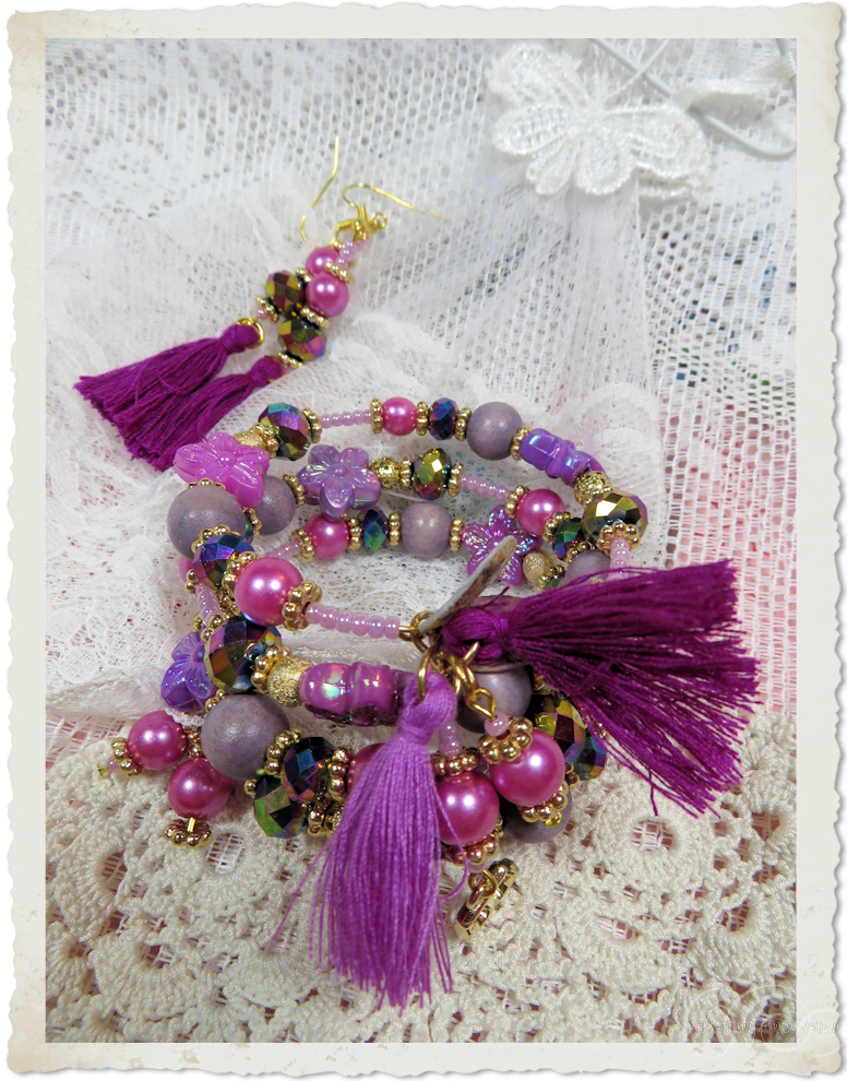 Details of tassels and pearls