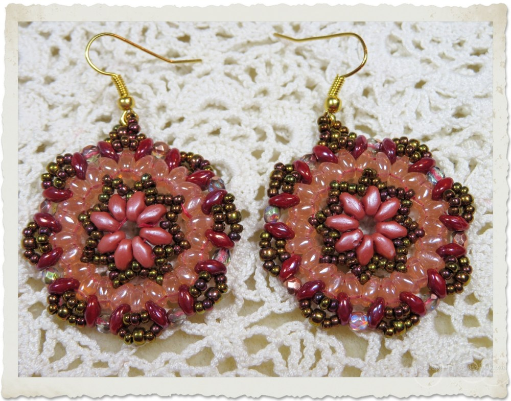 Orange bronze superduo mandala earrings by Ingeborg van Zuiden
