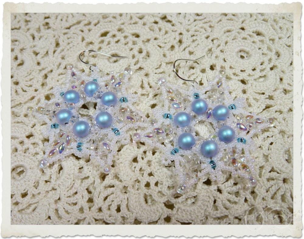 White blue star earrings by Ingeborg van Zuiden