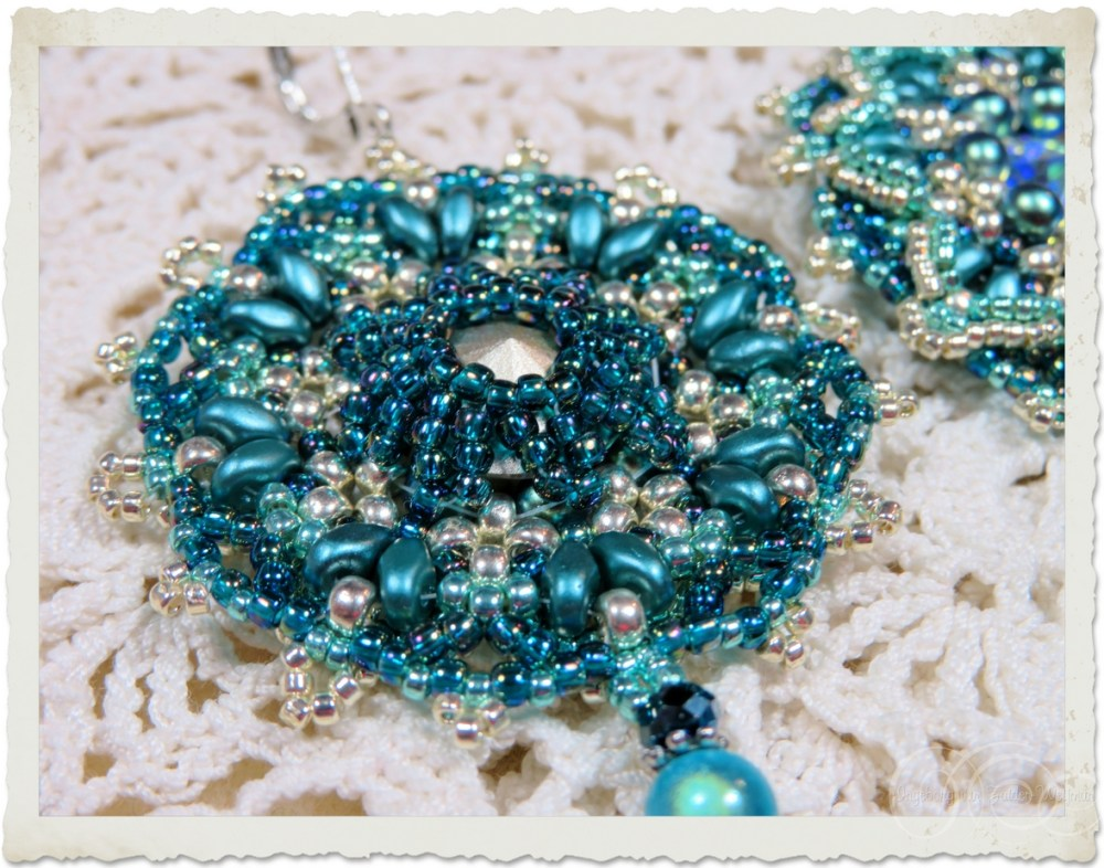 Backside of turquoise bead weaving pendant with Swarovski Rivoli, superduo and Miyuki beads