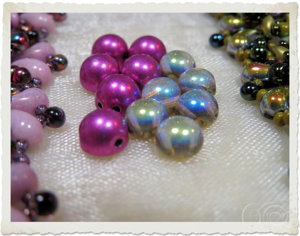 Czech 2-hole 7mm cabochon beads versus 6mm cabochon beads