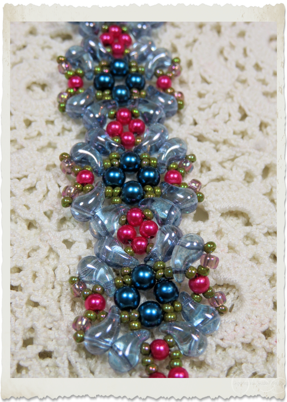 Details of Zoliduo and pearl beads