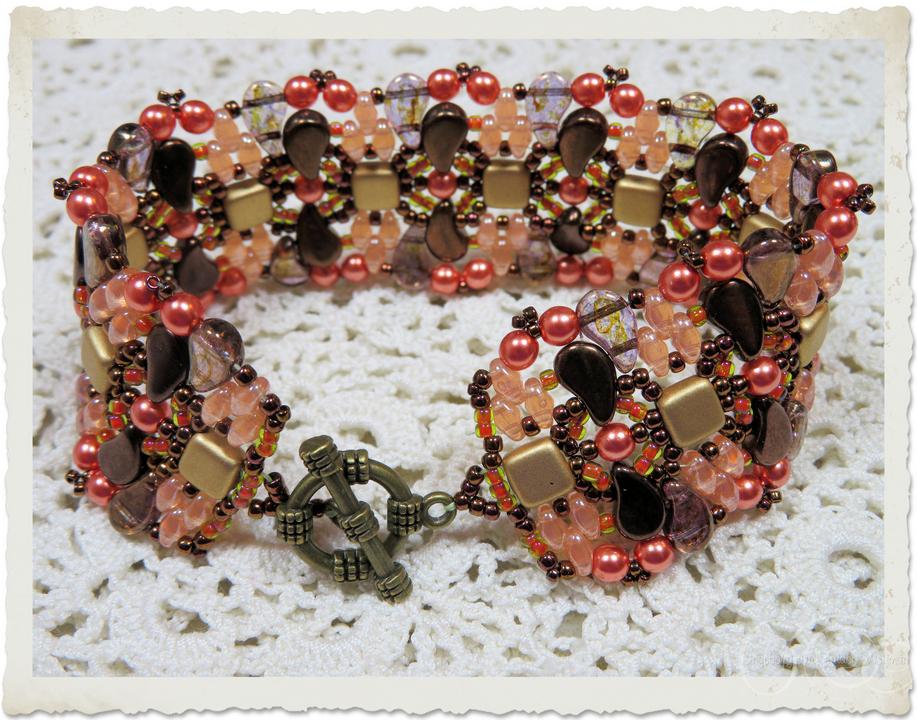 Golden tile beads combine with superduo and Paisley beads by Ingeborg van Zuiden