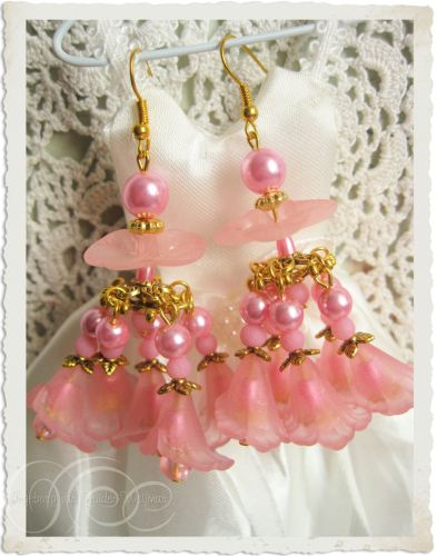 Handmade pink chandelier earrings by Ingeborg van Zuiden