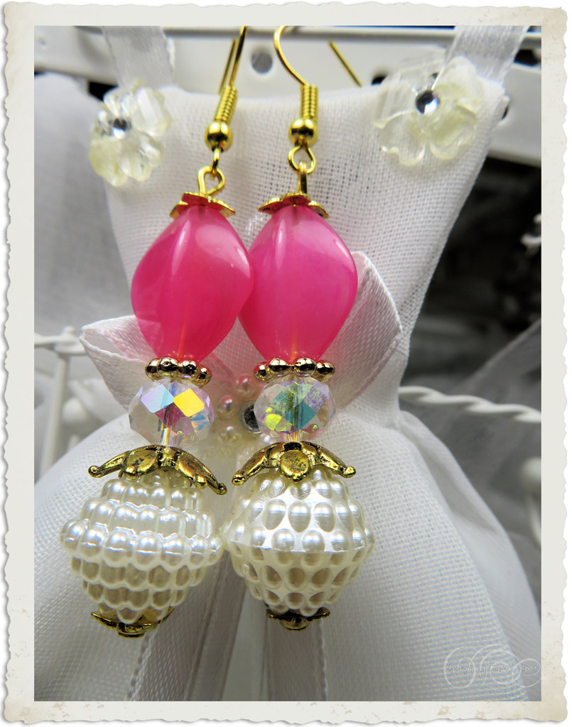 Handmade pink bling earrings by Ingeborg van Zuiden
