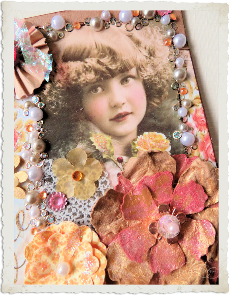 Details of handmade vintage style card with paper flowers by Ingeborg van Zuiden