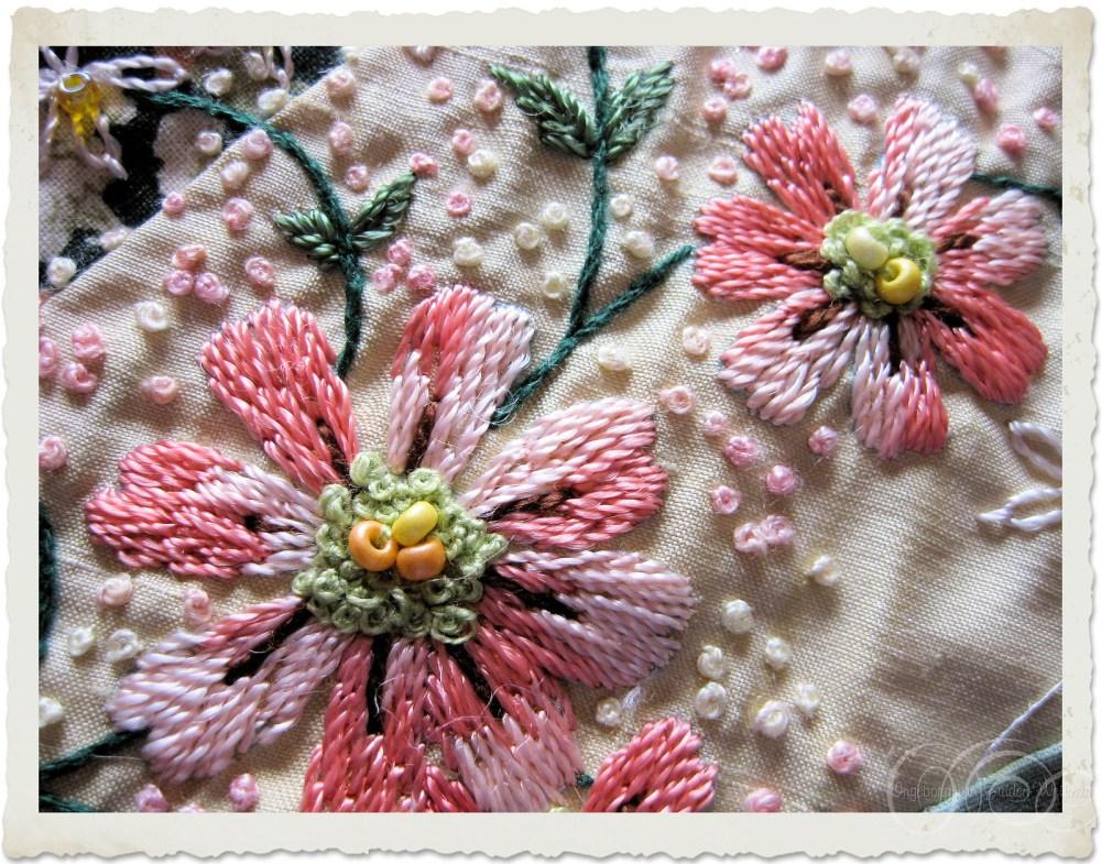 Crewel embroidery flowers in peach colors by Ingeborg van Zuiden