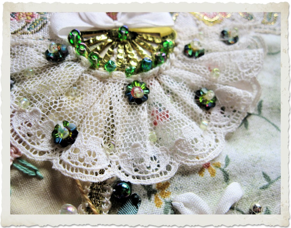 Lace fan with beads