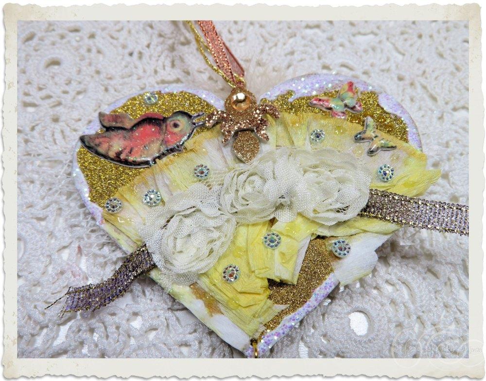 Backside of handmade heart hanger with fabric roses by Ingeborg van Zuiden