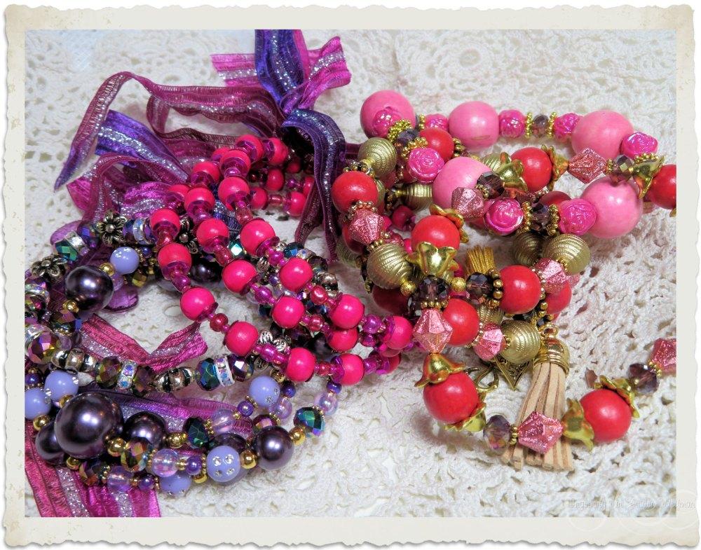 Handmade memory wire bracelets in purple pink and red by Ingeborg van Zuiden