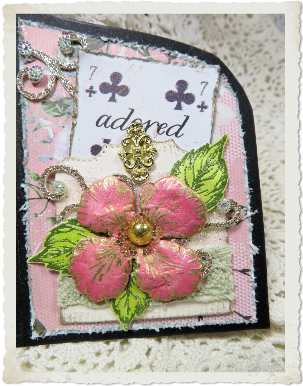 Pocket with little card with Oakberry Lane flower from Heartfelt Creations
