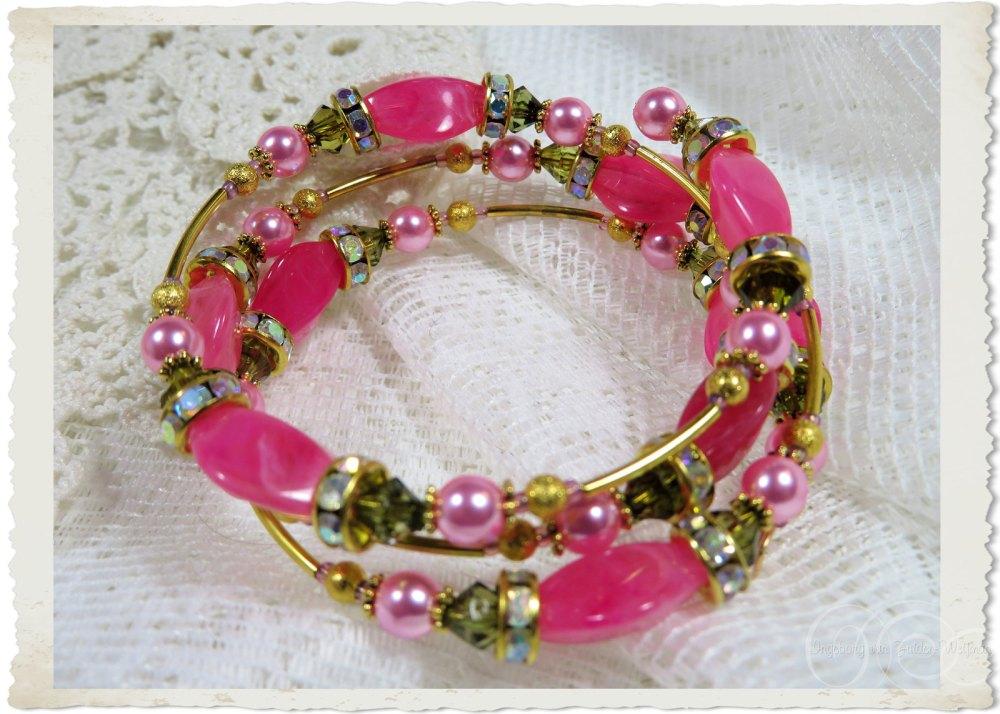 Handmade gold pink bling memory wire bracelet with pearl beads by Ingeborg van Zuiden