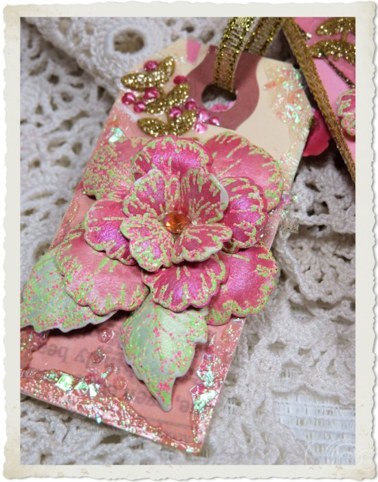 Paper tag by Ingeborg van Zuiden with Pink painted Oakberry Lane flower and gold glitter