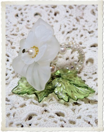 White opaque flower ring with pearls by Ingeborg van Zuiden
