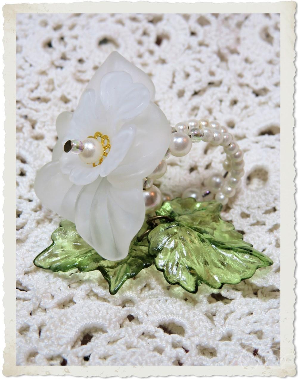 Handmade white green flower ring with artificial pearls by Ingeborg van Zuiden