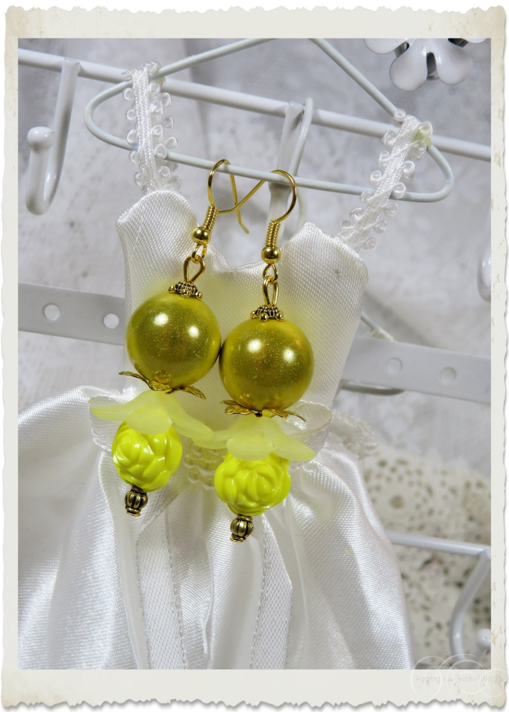 Yellow miracle earrings by Ingeborg van Zuiden
