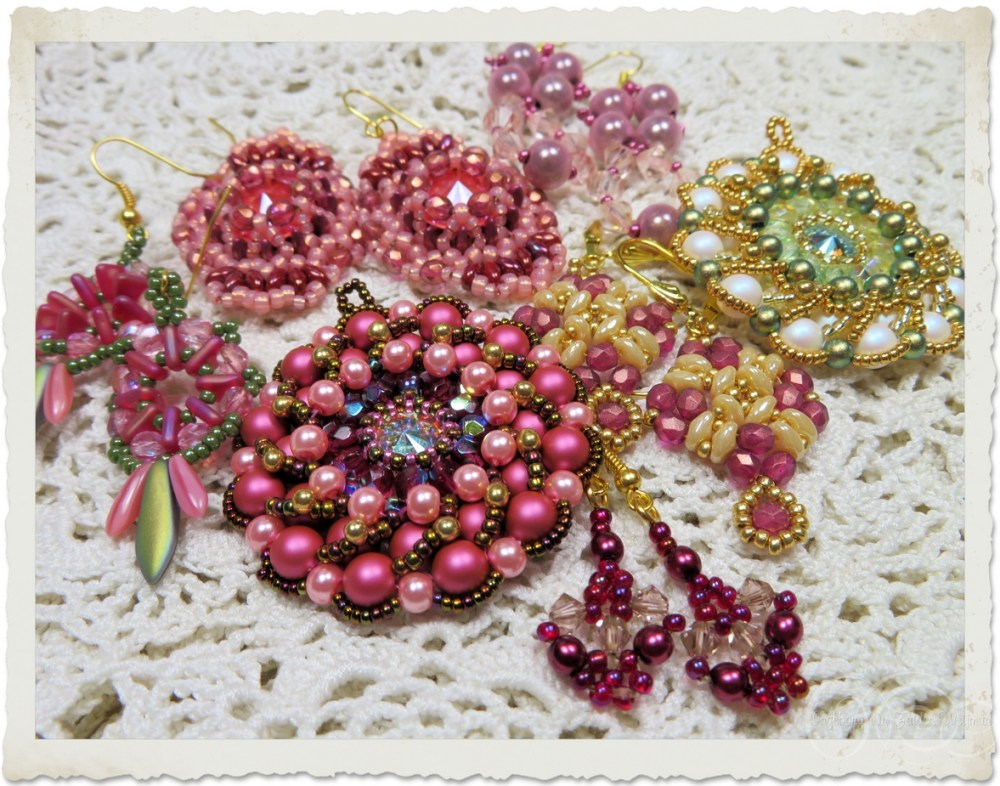 Handmade beadweaving brooches and earrings in pink gold and creme
