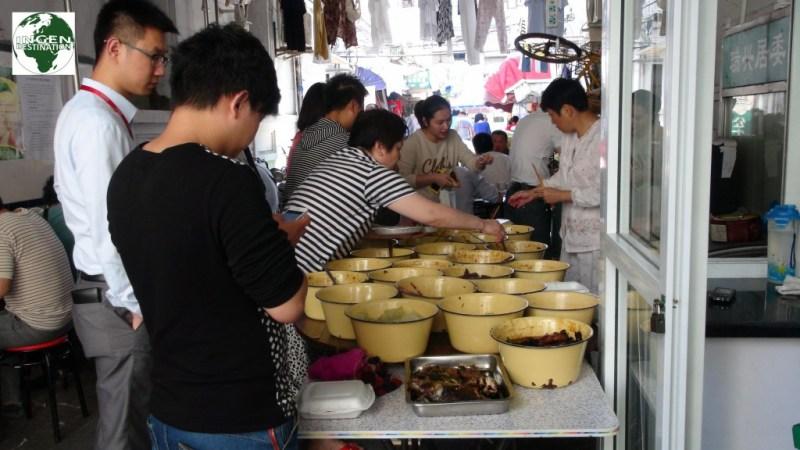 """""""Street food"""", eller gademad på dansk er meget udbredt, da det er ekstremt billigt"""