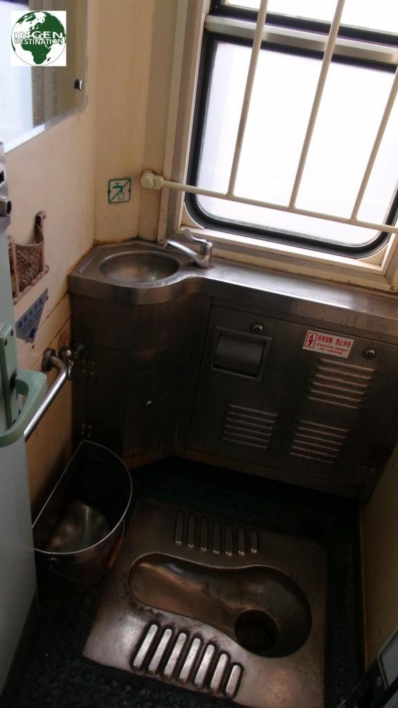 Ikke de mest luksuriøse toilet faciliteter vi har oplevet i vores liv.