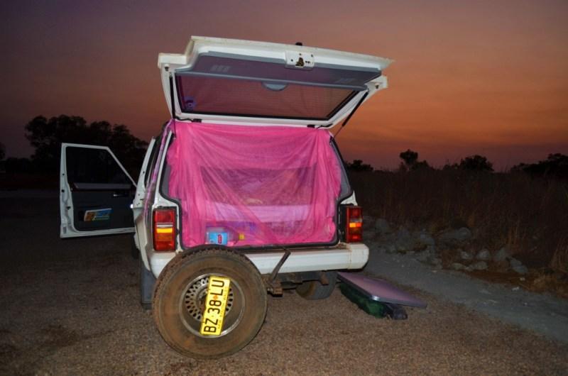 Vi købte vores myggenet på et lokalt marked i Cambodja. Billedet er fra outbacken downunder.