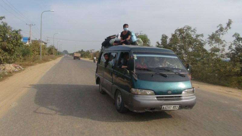 Fyldt minibus i Cambodia