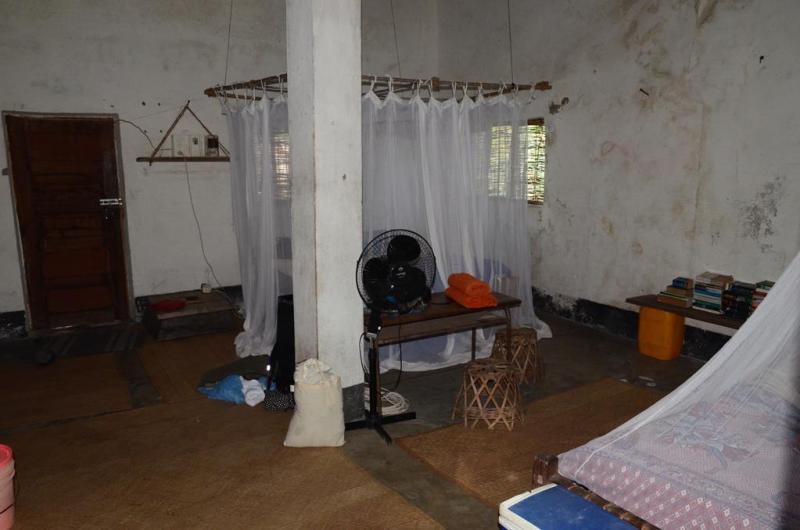 Soveværelse og dagligstue i et