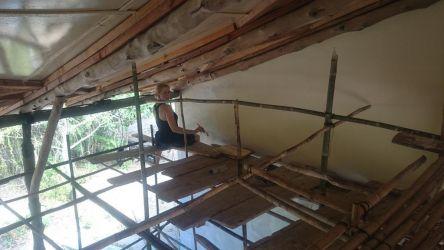 Brugte et par dage på at male loft fra det ustabile bambus stillads