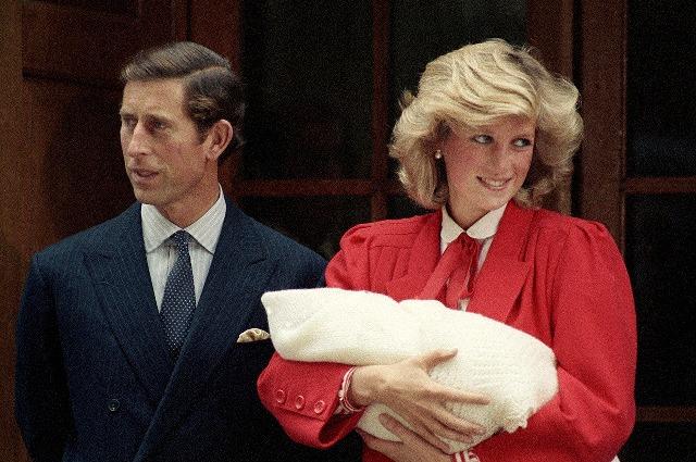 Principe Carlos con Diana de Gales