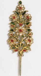 Turban ornament, India or Pakistan, early 18th century, set with rubies, emeralds, pale beryls and diamonds. Photo: V&A Museum.