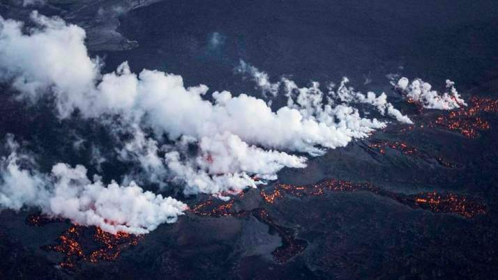Lava flowing from the fissure, 29 August 2014. Photo: Reuters.